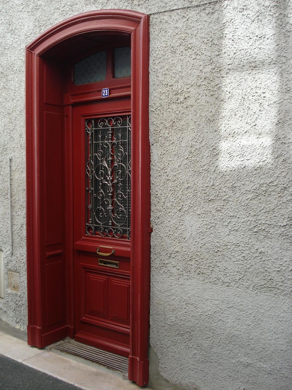 Quelles sont les règles à respecter pour peindre sa porte d'entrée ?